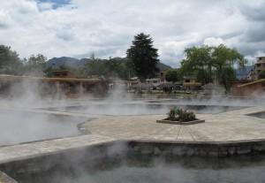 Baños del Inca, das Wasser kommt mit 71 Grad Celsius aus dem Boden