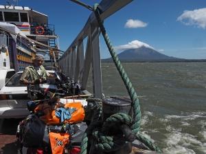 Zurück aufs Festland, im Hintergrund der Volcan Conception