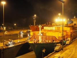 Die Miraflores Locks bei Nacht