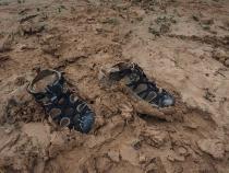 Viel Matsch macht das Gehen mit Schuhen schwer