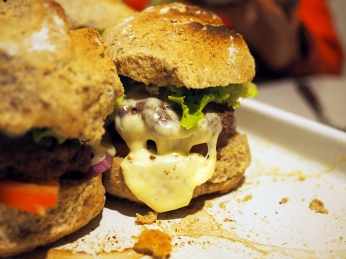 Hamburger mit selbstgebackenem Brot