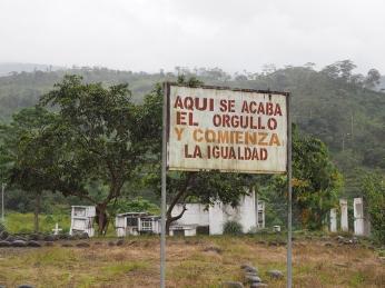 Beim Friedhof von San Juan Bosco: Hier endet der Stolz und es beginnt die Gleichheit