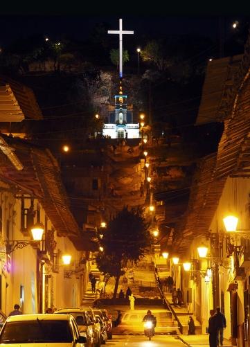 Santa Apolonia bei Nacht