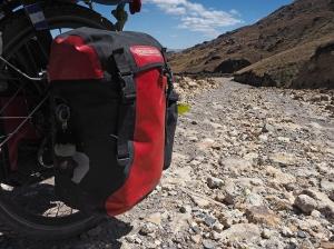 Die grossen Steine machen das Runterfahren nicht einfach