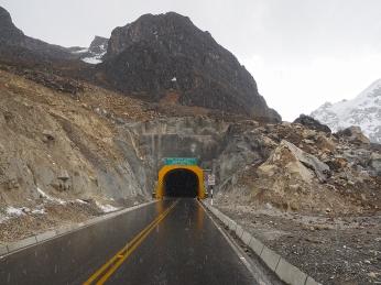 Der 2013 eröffnete Tunnel über die Punta Olimpica