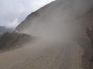 Schotter und viel Verkehr = Staubwolke