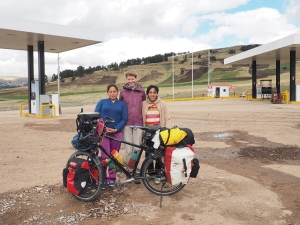 Die Damen der Tankstelle von Condorcocha