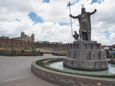Die Plaza mit der Inkastatue