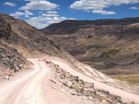 Die steile Abfahrt vom Abra Condorillo