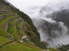Steile Terrassen und der Blick ins Tal des Rio Urubamba