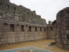 Unten Inkamauern, darüber die kommune Mauerstruktur
