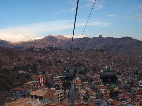 La Paz hat mittlerweile drei Teleferico-Linien. Die grüne Linie, ganz frisch eingeweiht.