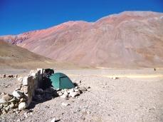 Camp im Schutz der Mauer