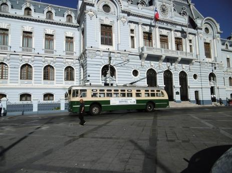 Ein alter Trolleybus bei der Plaza Sotomayor