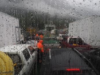Regenperspektiven auf der zweiten Fähre