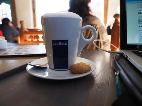 Schönes Cafe, guter Kaffee, gutes Internet