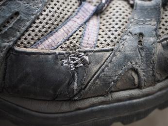 Die Schuhe genäht und geklebt