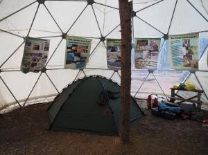 Im Huemul-Zelt. Schwarz-Campen mit Lernfaktor.