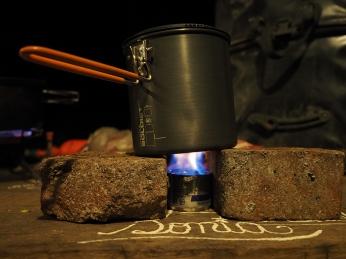 Wenn das Gas ausgeht... gibt's den Dosen-Alkohol-Kocher