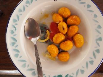 Pique, die Cerrado-Frucht mit stacheligem Kern