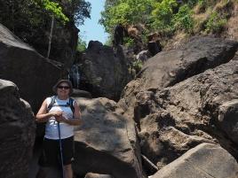 Mein Guia Mario und der Aufstieg über ein steiniges Flussbett