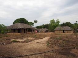Neue und traditionelle Kalunga Häuser