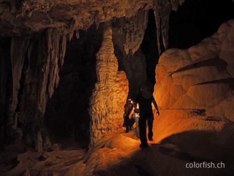 Immer tiefer hinein in die Höhle São Bernardo