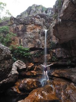 Eine spärliche wenn auch erfrischende Dusche unter der Cachoeria da Primaveira