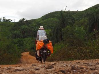 Hoch und runter durch die grünen Hügel